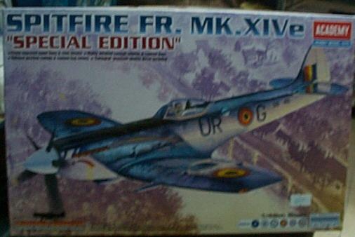 愛德美  No.12211  SPITFIRE FR.MK.XIVe